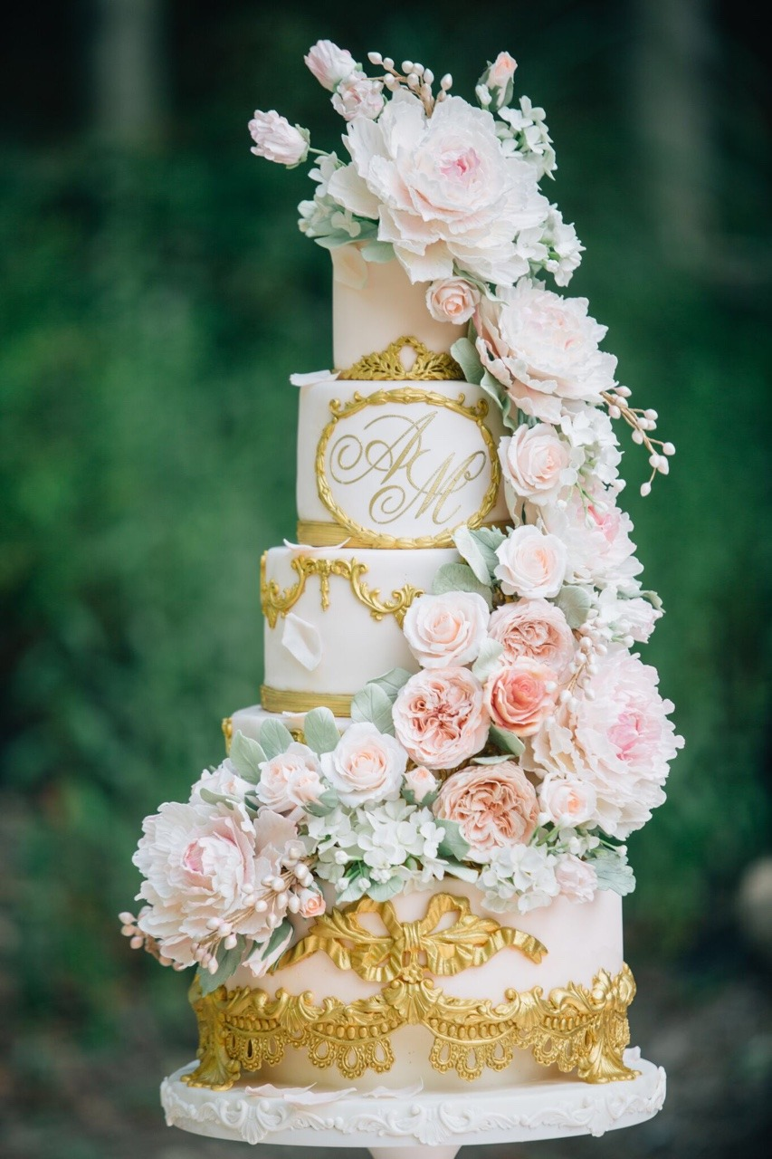 Blush and Gold Sugar Flower Wedding Cake I Mischief Maker Cakes #weddingcake #cake #wedding #luxurywedding #luxuryweddingcake  #sugarflowers #sugarflower #blush #mischiefmakercakes #themischiefmaker