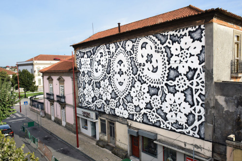 thedesigndome:  Beautiful Street Lace Murals by NeSpoonKeep reading