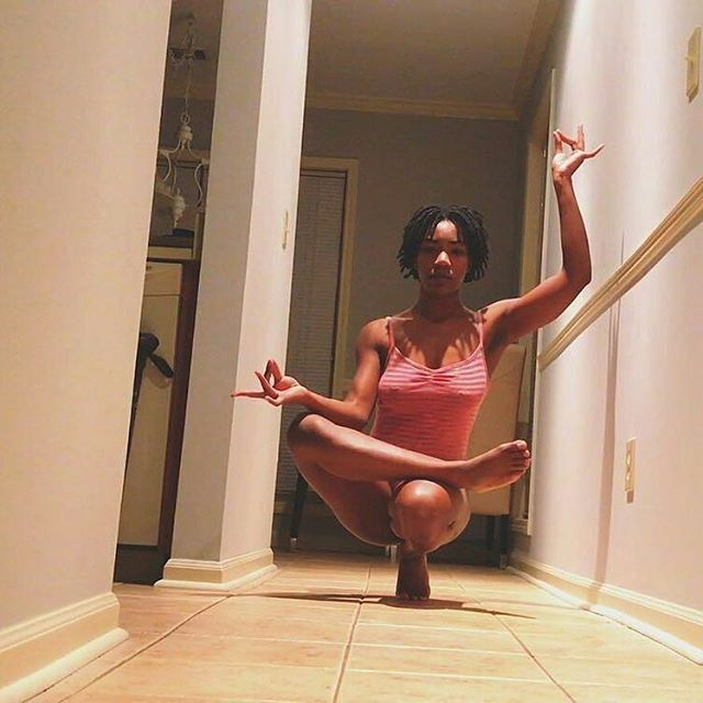 "Morning moves #Repost @deyannadenyse ・・・ Reflection is key To find balance within me Tapping into the ""absent"" energies surrounding Mercury .. .. #nakeddddotcom #instayogafam #yoga #yogi #muse #blackgirlsdoyoga #yogajunkie #inspiration #Yogajourney..."
