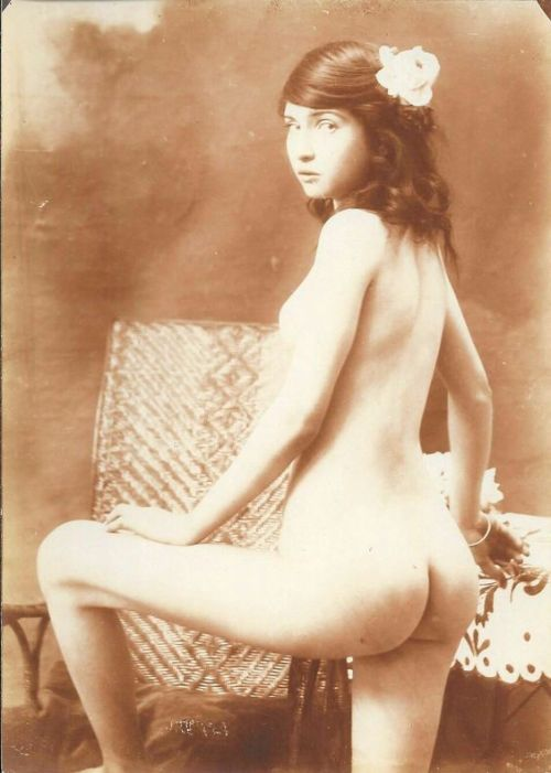 vintage cutie with an amazingly round bottom