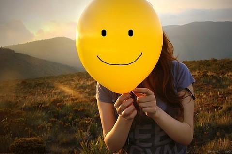 Resultado de imagem para sorrisos tristes tumblr