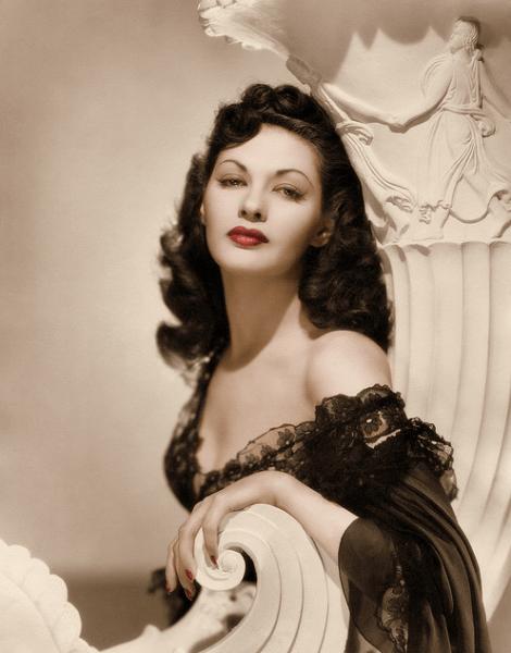 Yvonne De Carlo, wahrscheinlich 1956 als Zipporah, Moses' Frau in Die Zehn Gebote