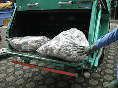 ゴミ収集車2