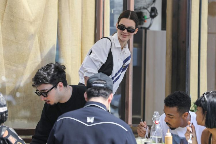Kendall Jenner Goes Out For Lunch In Shorts At Melrose Place In Los Angeles