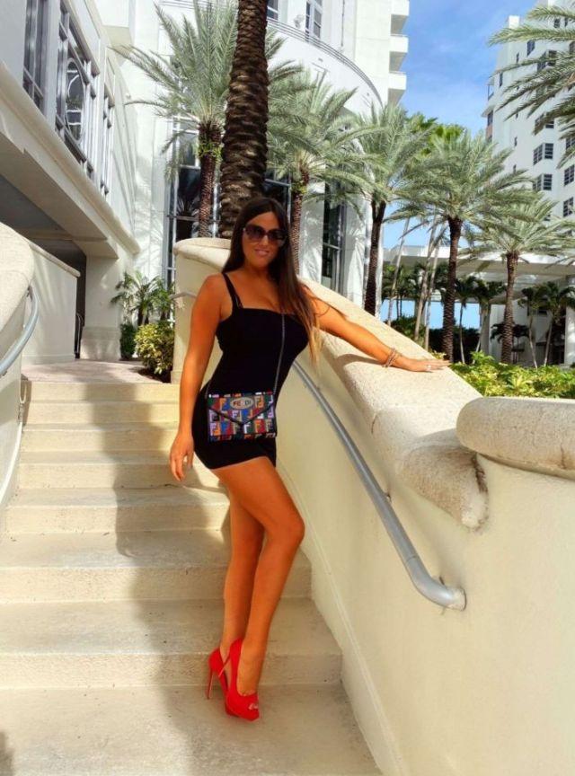Pretty Claudia Romani Shoots For Soro Bags And Accessories