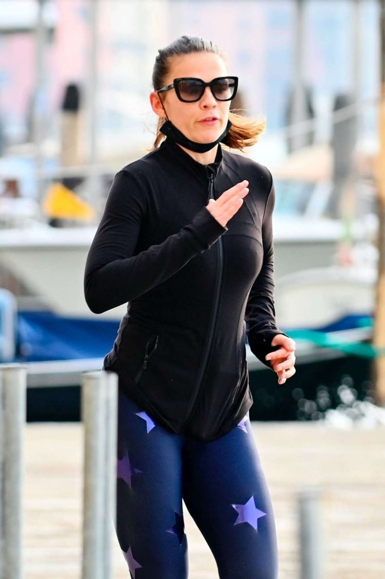 Hayley Atwell Spotted Jogging Out In Venice