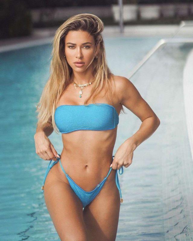 Cindy Prado's Awesome Bikini Photoshoot At The Pool