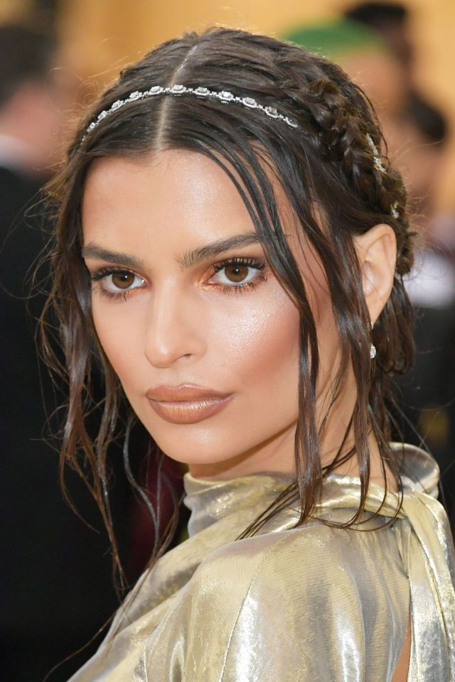 Emily Ratajkowski Glams Up The MET Gala 2018