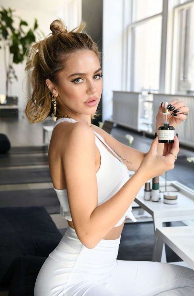 Delilah Belle Hamlin Attends Flow Into Fashion Week With Biossance & Alo Yoga