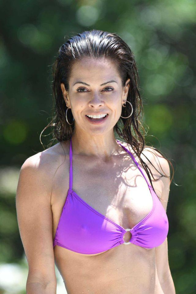 Brooke Burke In A Purple Bikini At A Swimming Pool