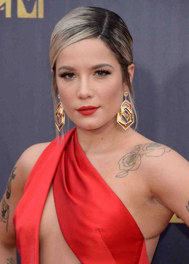 Halsey In Red At The Red Carpet Of MTV Movie And TV Awards 2018