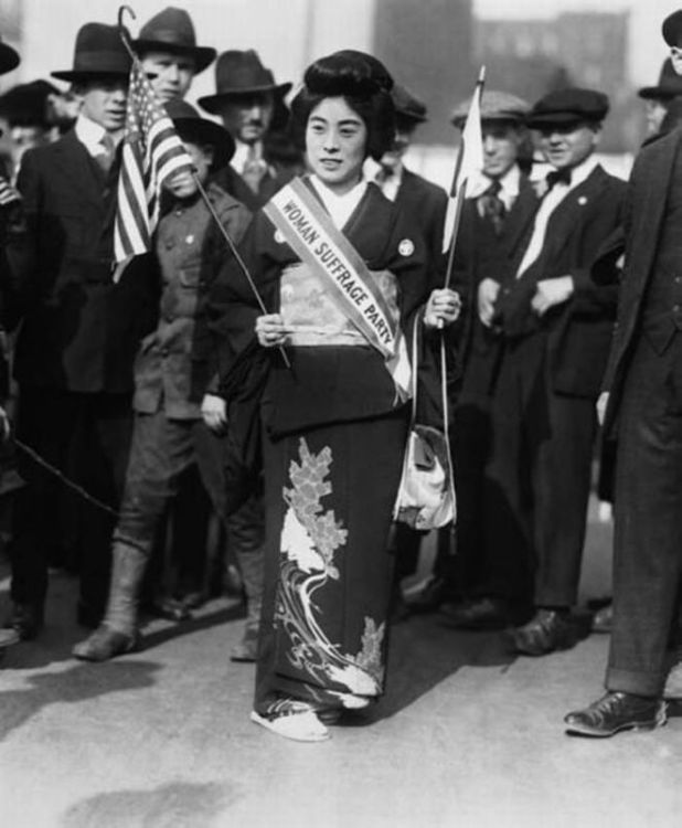 33 Rare Historic Pictures Of Brave Women