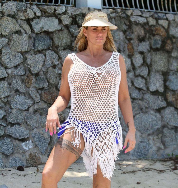 Katie Price Jordan Poses At The Celes Beachfront Resort Koh Samui In Thailand