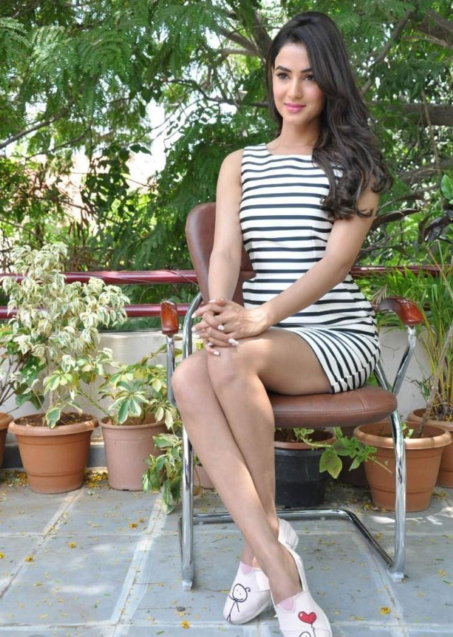 Sonal Chauhan Looks Stunning In A White Striped Dress
