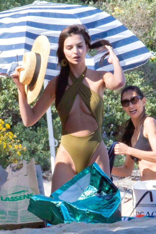 Emily Ratajkowski On A Vacation In Swimsuit On The Beach In Malibu