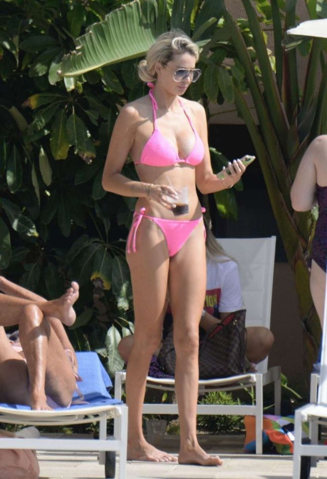 Olivia Attwood Relaxing In Pink Bikini At A Swimming Pool In Marbella