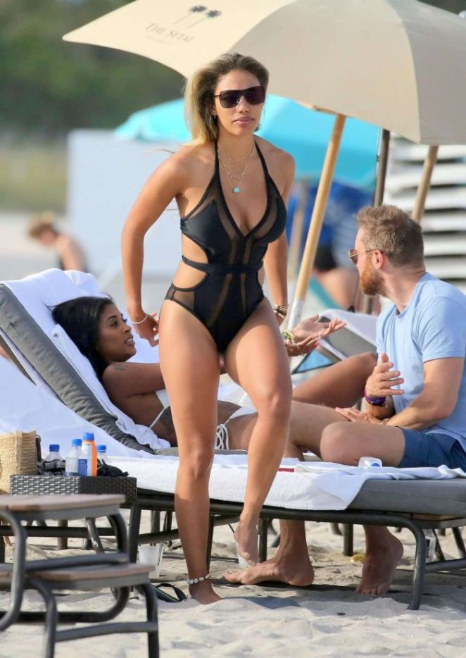 Jessica Ledon Relaxing In A Swimsuit On The Beach In Miami