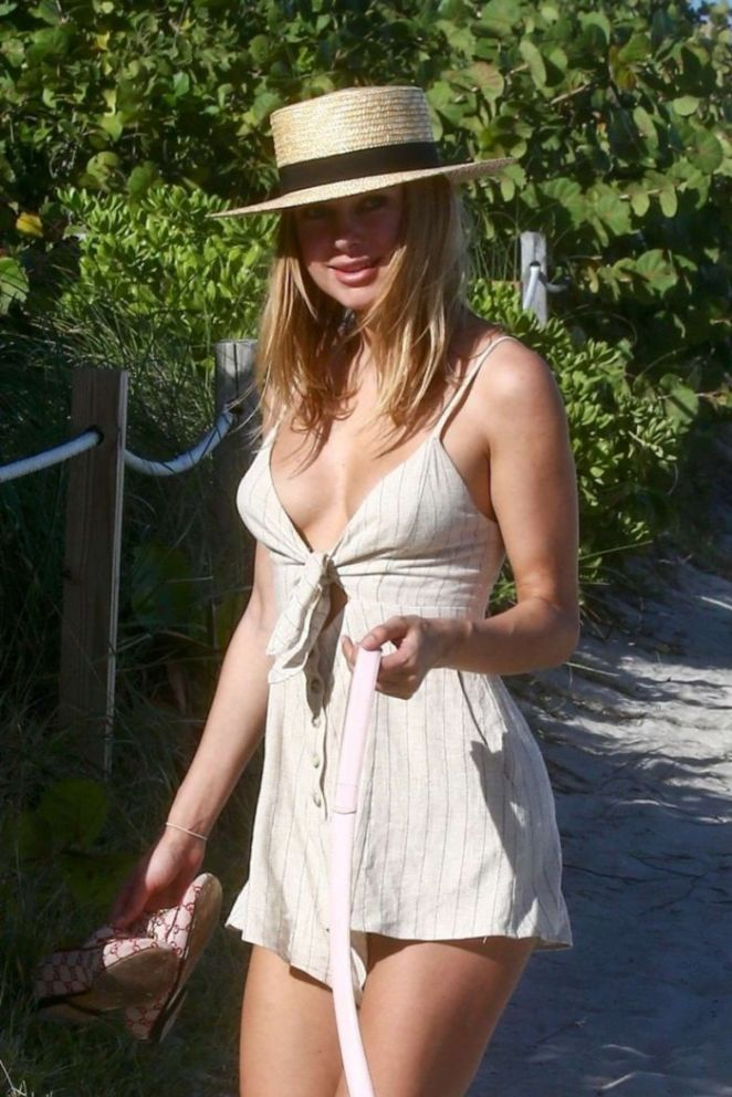 Kimberley Garner Vacationing In A Black Bikini At The Beach In Miami
