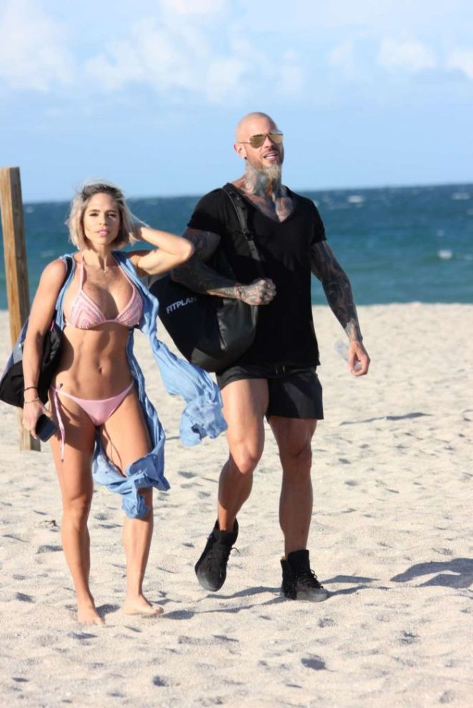 Michelle Lewin During Her Vacation An Pink Bikini On Miami Beach