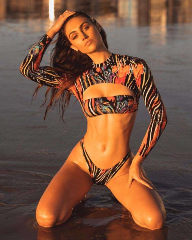 Stephanie Rayner Looks Stunning In Her Latest Bikini Photoshoot