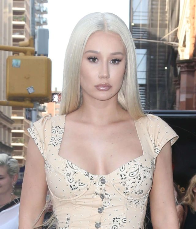 Iggy Azalea Greets Her Fans Out In New York