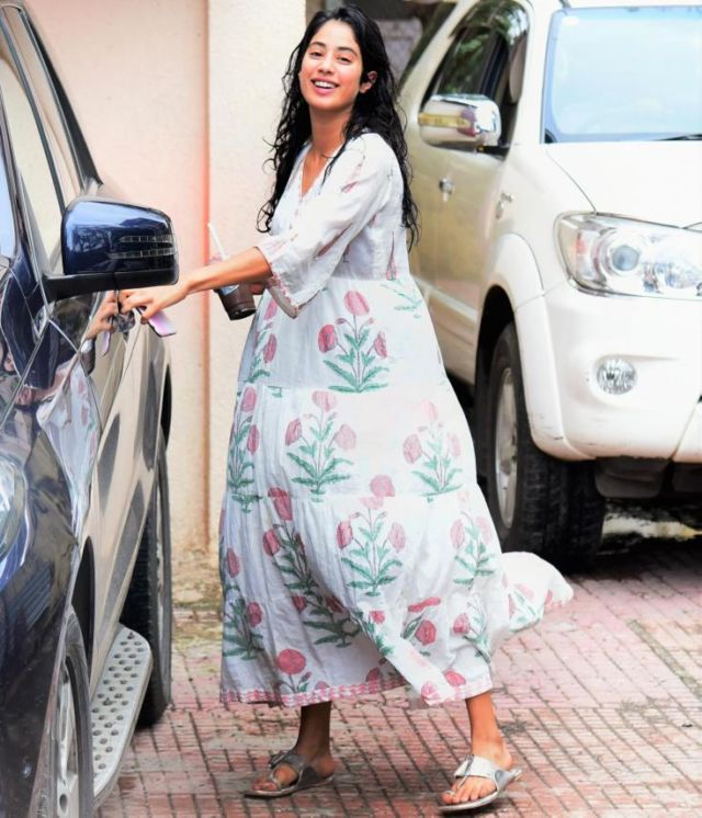Janhvi Kapoor Spotted Leaving For Her Pilates Class