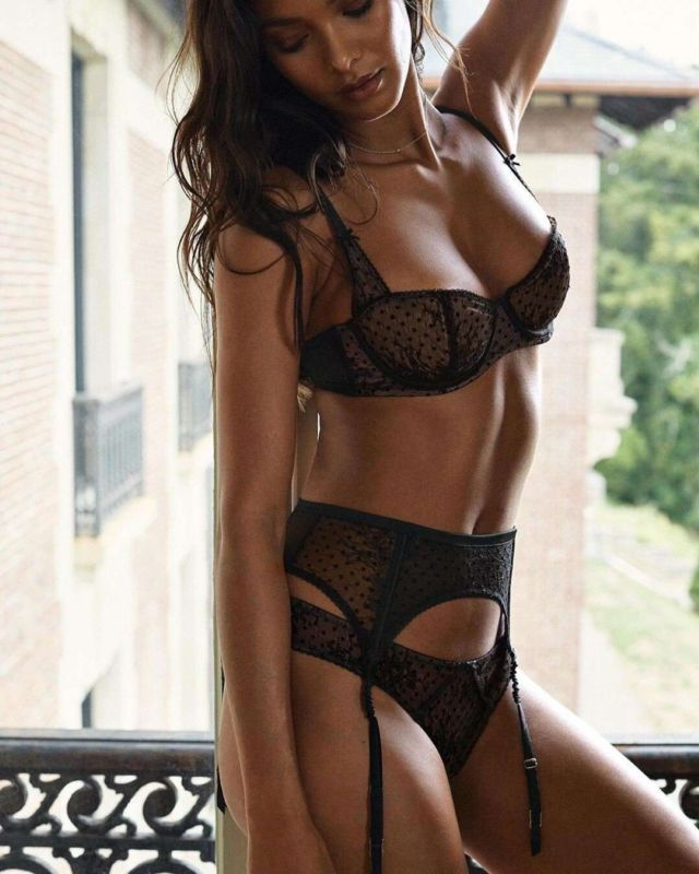 Lais Ribeiro 's Awesome Photoshoot For Victoria's Secret Lingerie