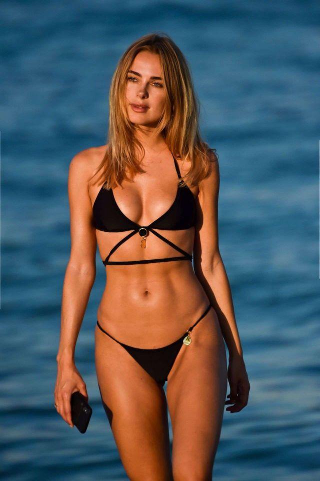 Kimberley Garner In A Black Bikini On The Beach In Miami