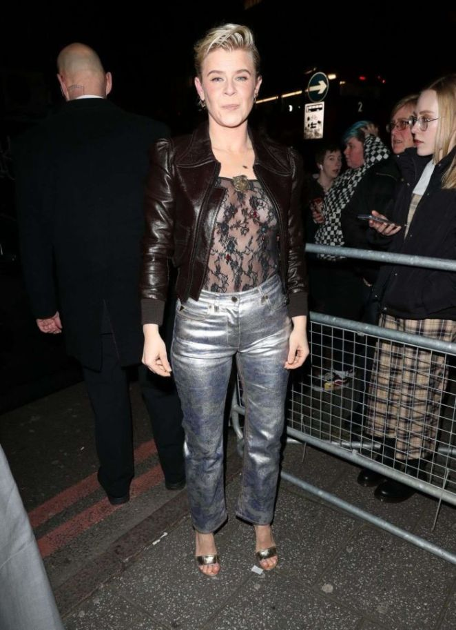 Robyn Arrives At The NME Awards With Her Friend