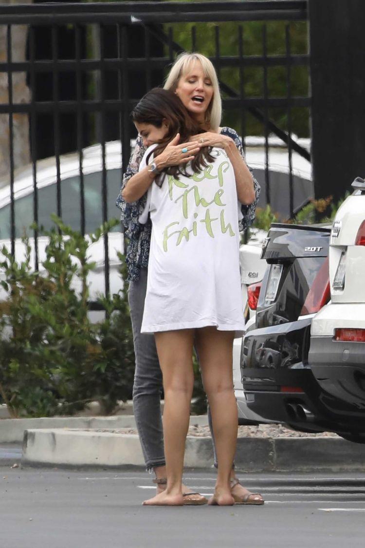 Selena Gomez Goes Out For Breakfast In Studio City
