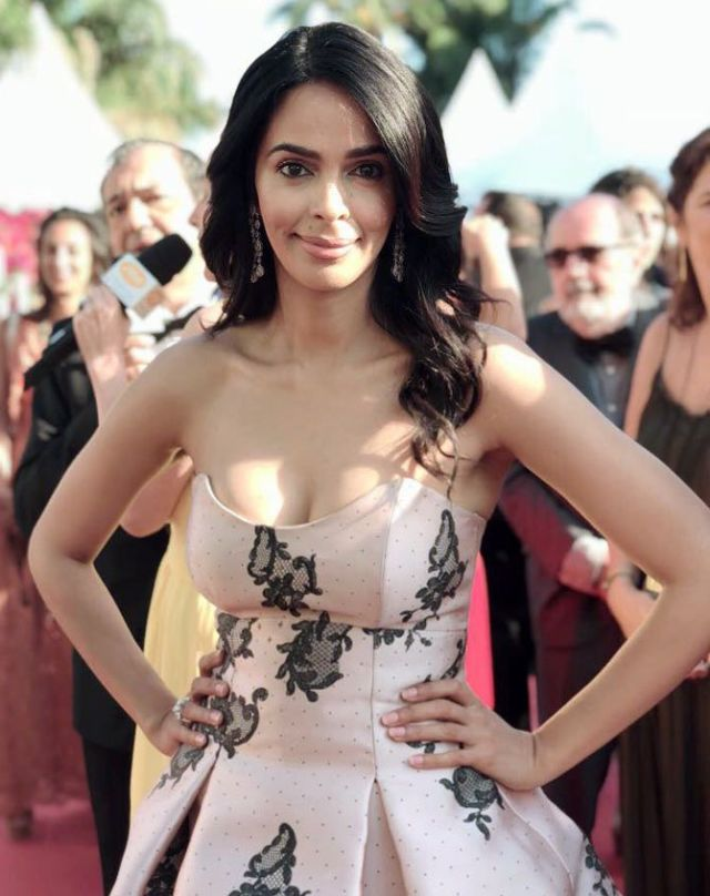Mallika Sherawat Dazzles At Screening Of 'Girls Of The Sun'