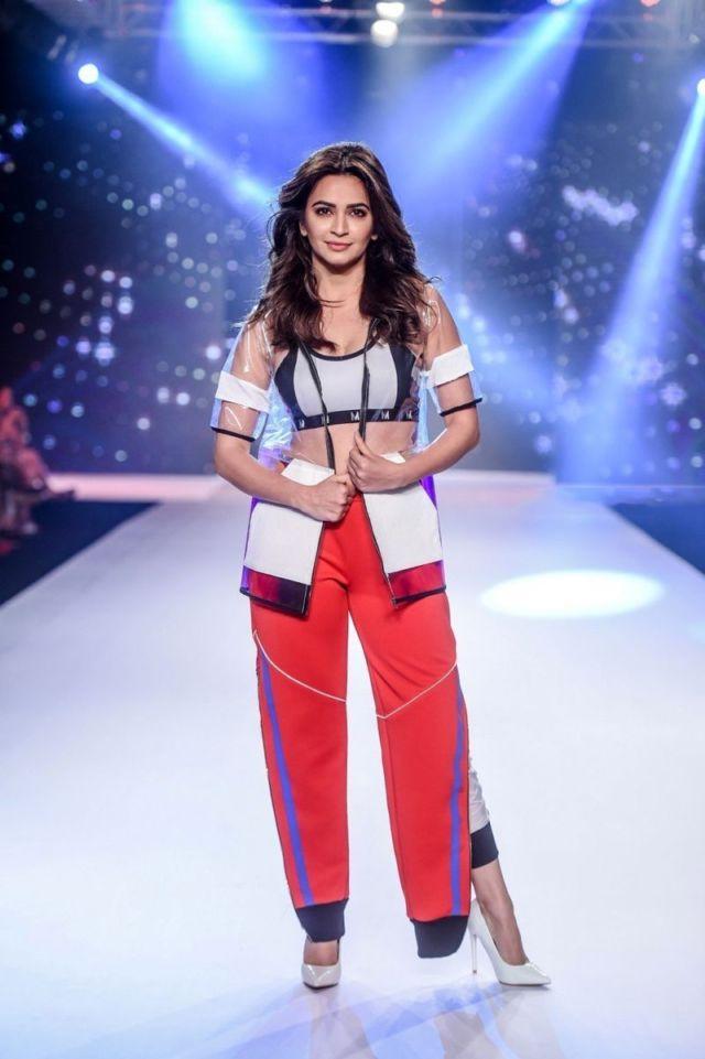 Kriti Kharbanda Became A Showstopper For Designer Sumiksha Goenka