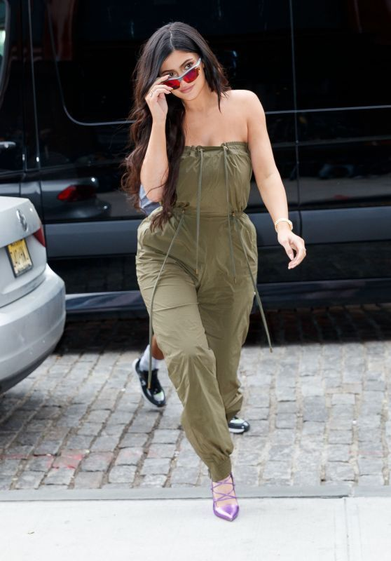Kylie Jenner Shows Her Fabulous Style And Fashion