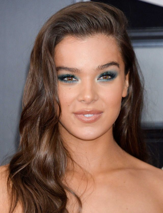 Hailee Steinfeld Looked Gorgeous At Grammy Awards