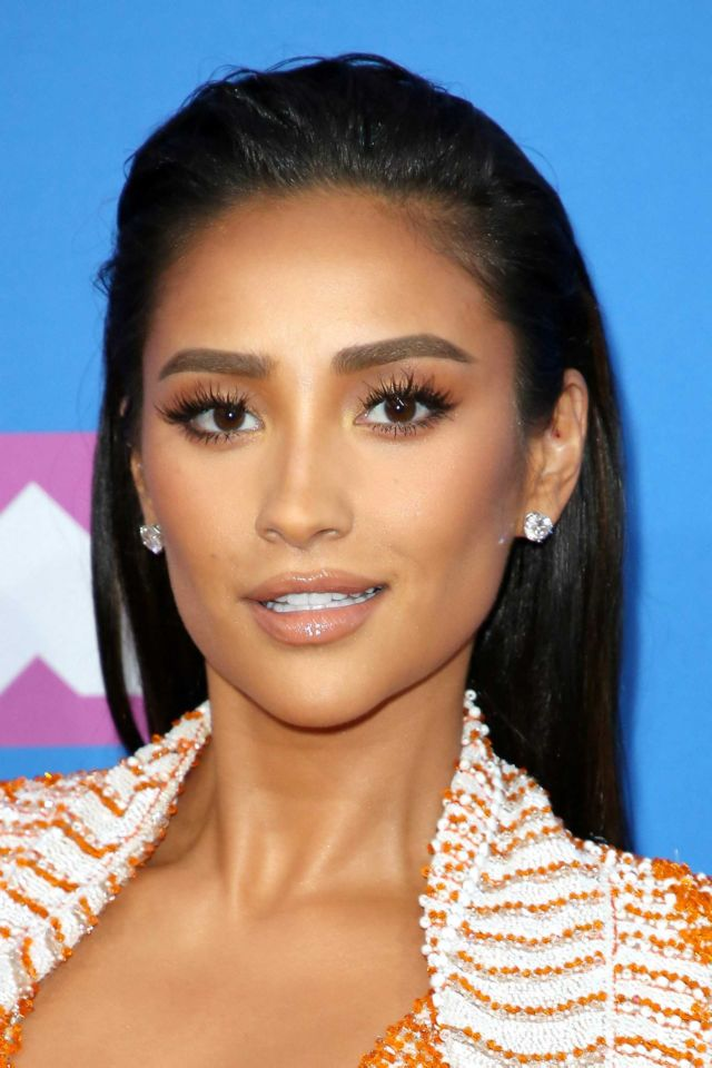 Shay Mitchell Attends MTV Video Music Awards 2018