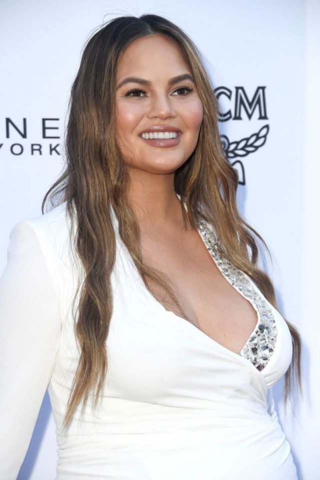 Pregnant Chrissy Teigen Attends Daily Front Row Awards