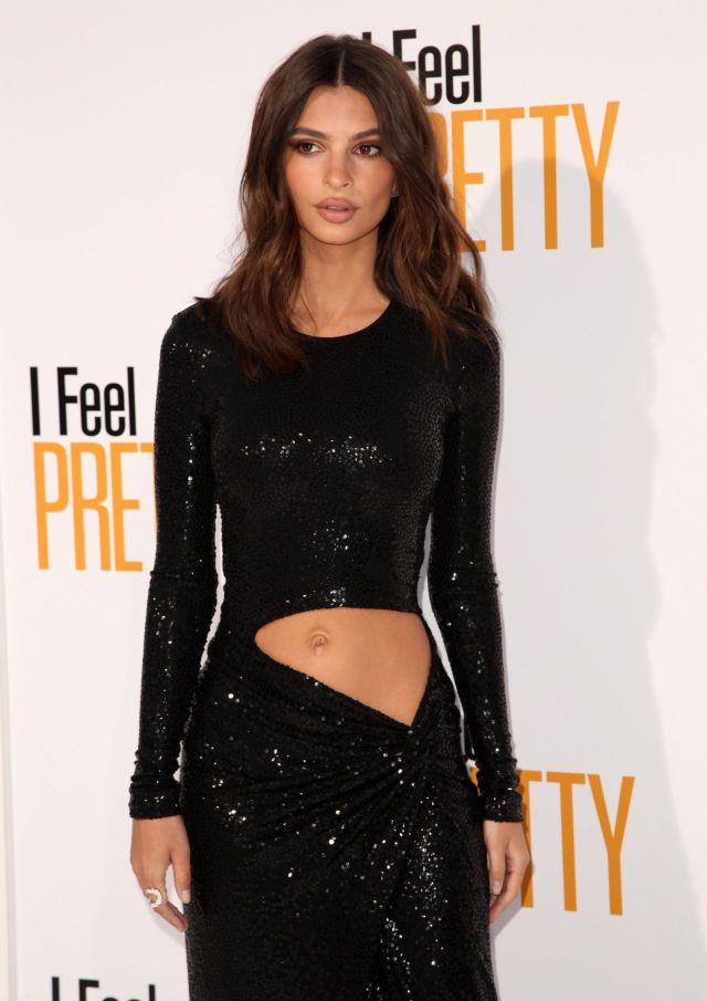 Gorgeous Emily Ratajkowski In Black At 'Feel Pretty' Premiere