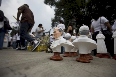 john_paul_statues_on_sale