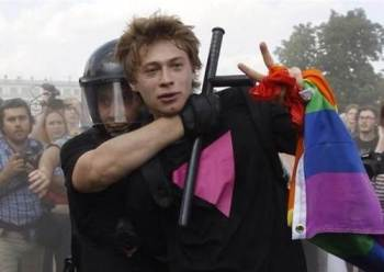 Straight protester Daniil Grachev arrested in St. Petersburg, Russia, during pride protest. (Photo courtesy of Reuters via SDGLN.com)