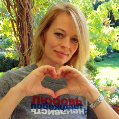 "Actress Jeri Ryan supports HRC's Russian ""Love Conquers Hate"" campaign. (Click image for link.)"
