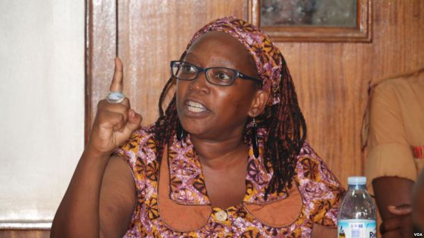 Makerere University Researcher Stella Nyanzi defending her case before the Buganda Road Court Magistrate in Uganda, April 10, 2017, saying she is not guilty. (Photo courtesy of VOA.)