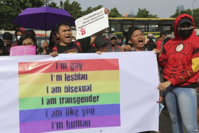 LGBT activists shout slogans during a February 2018 rally outside the Parliament in Jakarta against a proposed revision to Indonesia's criminal code that would criminalize unmarried and gay sex. (Photo courtesy of Voice of America)