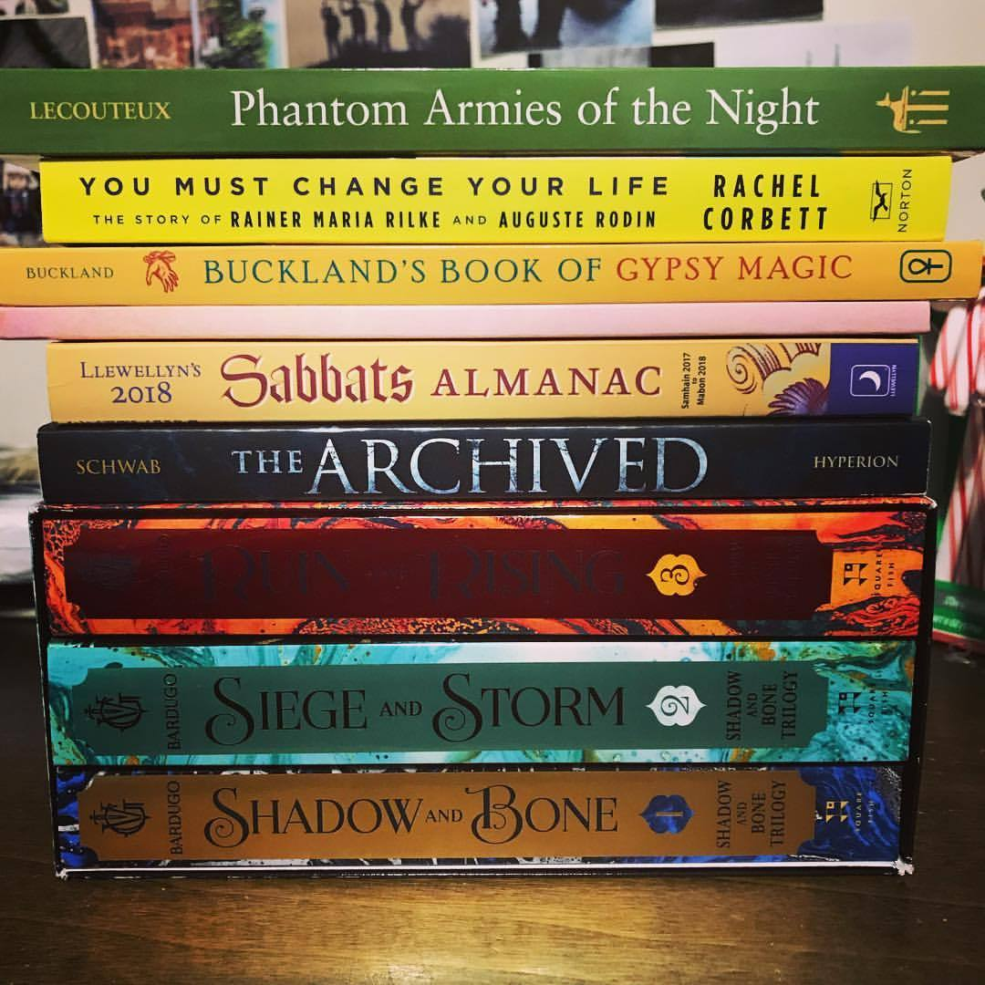 And that is a wrap on holiday books! Heading into the new year with 18 already on my 2018 TBR. Whoops. 📚 Mostly YA, but a few research books, some space nonfiction, and oh, this Rilke bio, I simply cannot wait. 💙 Here's to fulfilling that goal of 100...