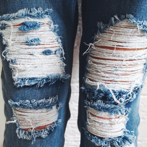$12.89 Get this ripped blue jeans »here« !