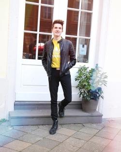 Happy Tuesday! ☀️ Ich hoffe es geht Euch gut.. 🤗 Ich habe heute neue Bilder zusammen mit @maikekrombach gemacht und wir bleibe sind fast erfroren.. 😨 Mal schauen ob die was geworden sind! ✌🏼 #blogger #blogger_de #fashionblogger #mensfashion #menstyle #streetstyle #streetwear #ootd #ootdmen #fashiondiary #menwithstyle #streetfashion #ltkit #outfitoftheday #outfitinspiration #mensfashion #menswear #düsseldorf #königsallee (hier: Düsseldorf, Germany)