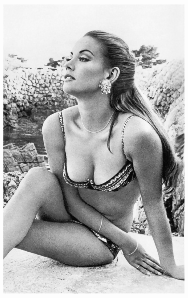 Dyan cannon shows her hairy beaver