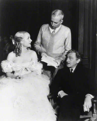 "johnsidneybarrymore: ""Carole Lombard, John Barrymore, & director, Howard Hawks, on the set of Twentieth Century (1934). """