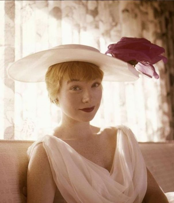 45 beautiful photos of young Shirley MacLaine in the 1950s and ... eb43bbd8a577