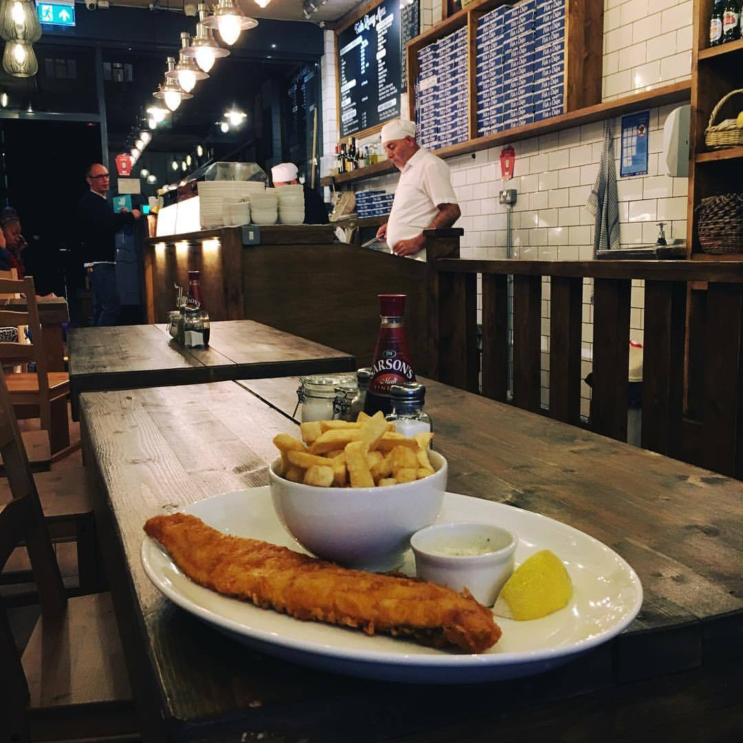 Excellent fish and chips at the Hoxton Fish House 🦈🍟🍴🇬🇧#hoxtonfishhouse #london #londonlife #londonfood #fishandchips #instafood #food (hier: Hoxton Fish House)