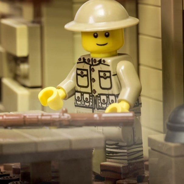 The Brickmania classic WWI US Rifleman minifig… – Lego